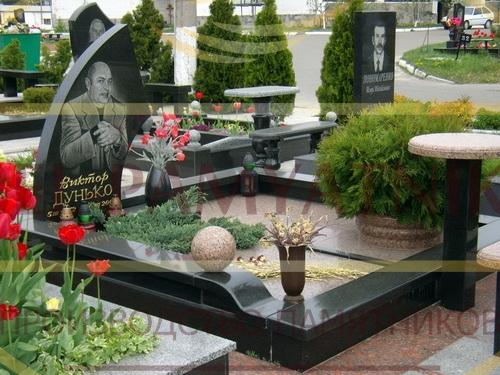 памятник дедушке